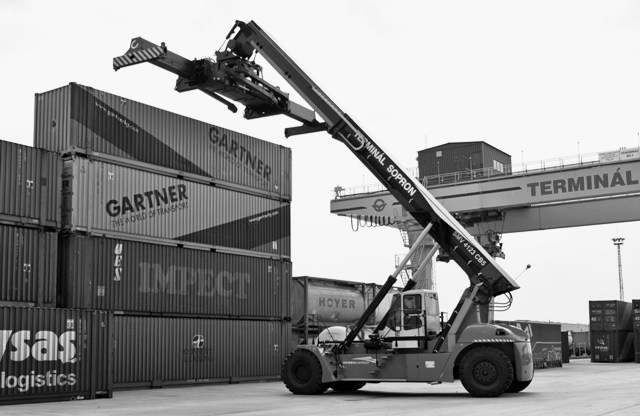 Container shipping - Pacific Group